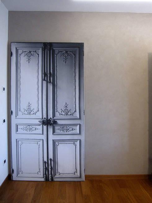 pannello scorrevole: Finestre & Porte in stile  di studio radicediuno