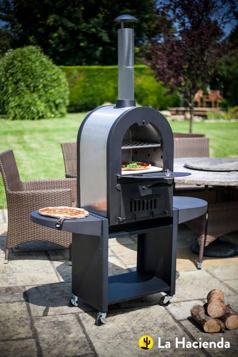 Romana wood fired oven :  Garden  by La Hacienda