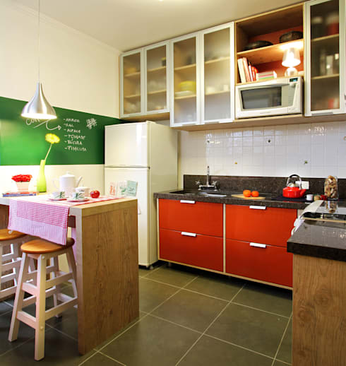 Cozinha Vermelha: Cozinhas modernas por Red Studio