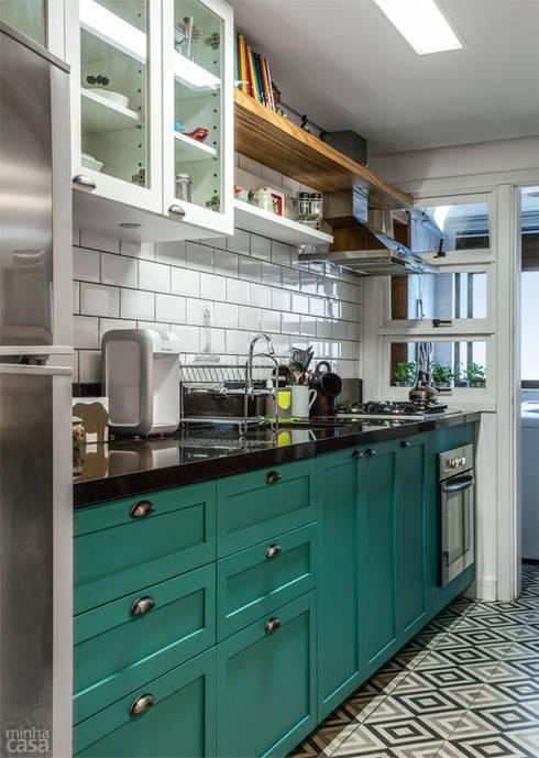 Cozinha Verde: Cozinhas  por Red Studio
