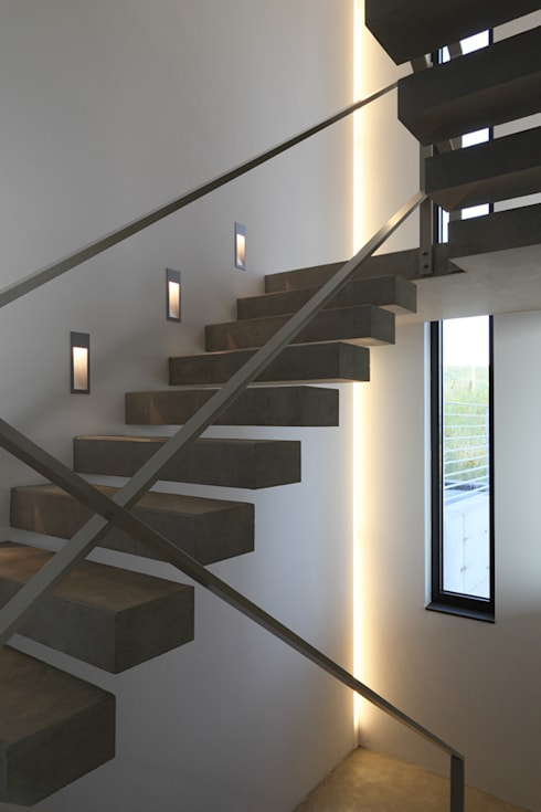 Projekty,  Korytarz, przedpokój zaprojektowane przez wirges-klein architekten