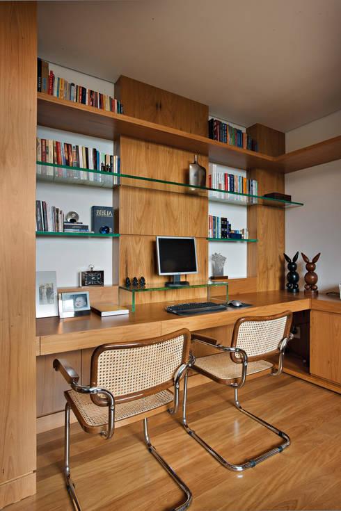 Escritório: Escritórios  por Lage Caporali Arquitetas Associadas