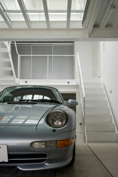 Home to live with Porsche: Kenji Yanagawa Architect and Associatesが手掛けた家です。