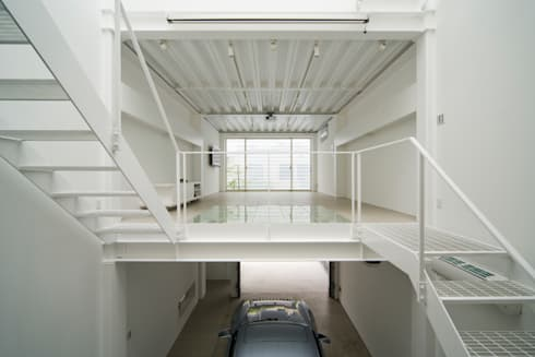 Home to live with Porsche : Kenji Yanagawa Architect and Associatesが手掛けたリビングです。