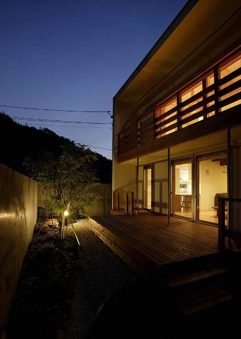 岩崎の家: 祐成大秀建築設計事務所が手掛けた庭です。