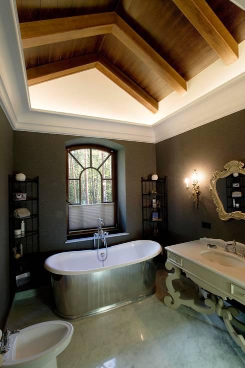 Жилой дом: Ванные комнаты в . Автор – Студия дизайна Сергея Кривошеева