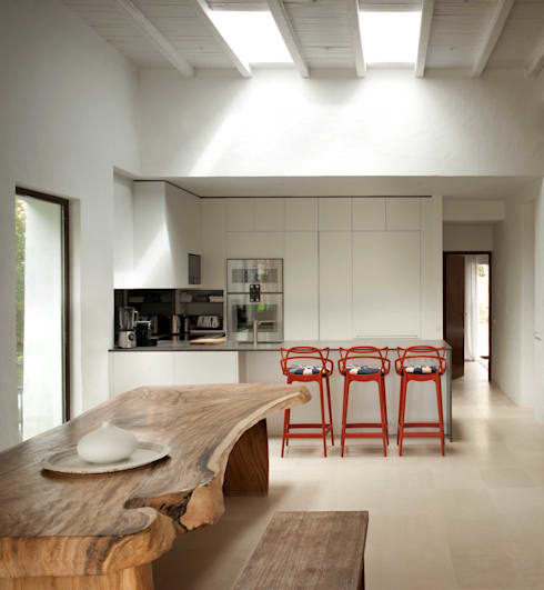 Kitchen : mediterranean Kitchen by TG Studio