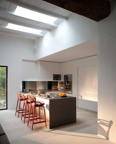 Kitchen:  Kitchen by TG Studio