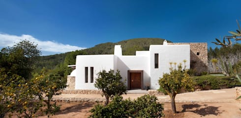 Exterior: mediterranean Houses by TG Studio