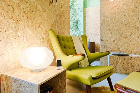 Social Network Room: Escritórios  por Santiago   Interior Design Studio