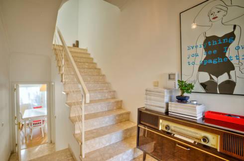 Casa Oeiras : Corredores e halls de entrada  por Santiago | Interior Design Studio