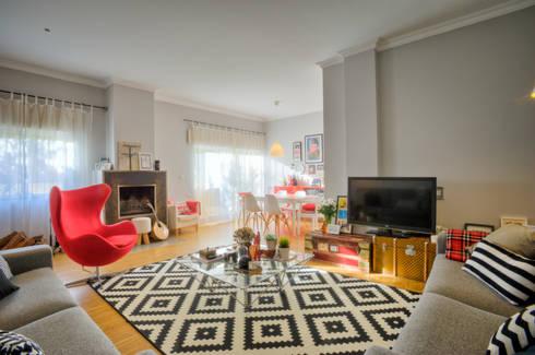 Casa Oeiras : Salas de estar ecléticas por Santiago | Interior Design Studio