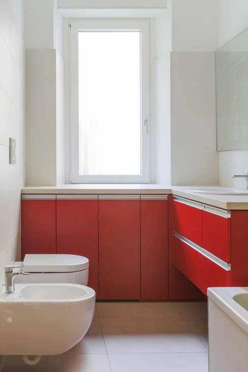 House FK: Bagno in stile in stile Moderno di Manuel Benedikter Architekt