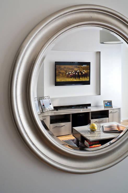 MIESZKANIE 54 M2: styl , w kategorii Salon zaprojektowany przez KRAMKOWSKA|PRACOWNIA WNĘTRZ