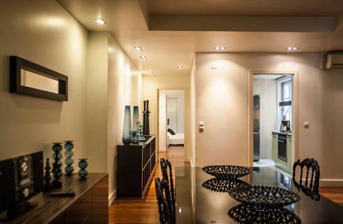 Reabilitação Apartamento Chiado: Corredores e halls de entrada  por Architecture Tote Ser