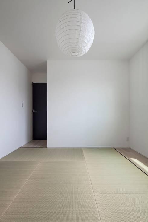 和室: 前田敦計画工房が手掛けた寝室です。