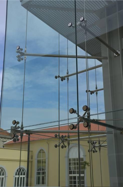 Detalhe da fachada: Casas mediterrânicas por Pentagonal