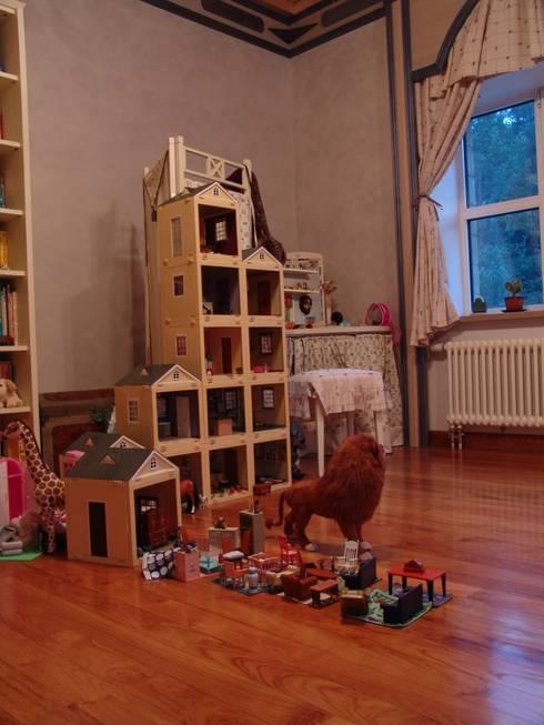Stanza dei bambini in stile in stile Classico di Архитектор Владимир Калашников
