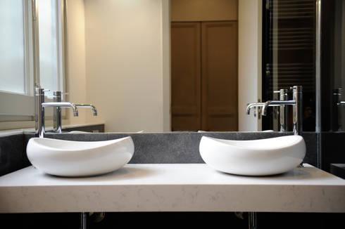 Reforma de baño en eixample: Baños de estilo minimalista de Global Projects
