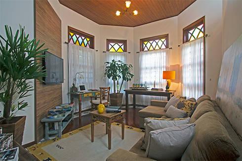 Sala de estar e TV: Salas de estar campestres por Eliana Berardo Arquitetura e Construção
