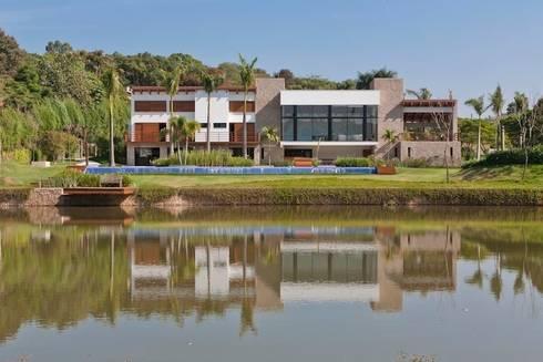 Residência Itu: Casas modernas por Maristela Faccioli Arquitetura