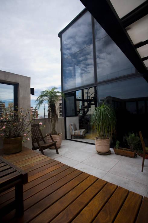Apartamento Abilio Soares: Terraços  por Maristela Faccioli Arquitetura