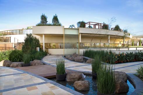 Parc Vienne – Goldsztein: Jardins ecléticos por Tellini Vontobel Arquitetura