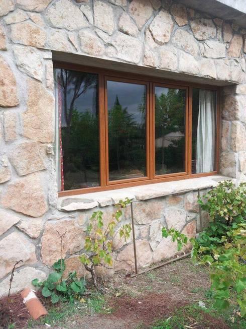 Puertas y ventanas de estilo rústico por SISTEMAS GAHM SL