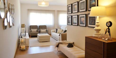 032 | Apartamento, Setúbal: Corredores e halls de entrada  por T2 Arquitectura & Interiores