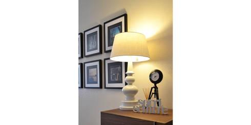 032 | Apartamento, Setúbal: Corredor, hall e escadas  por T2 Arquitectura & Interiores