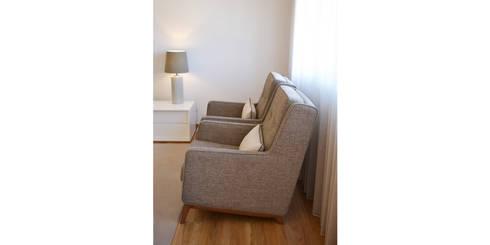 032 | Apartamento, Setúbal: Sala de estar  por T2 Arquitectura & Interiores