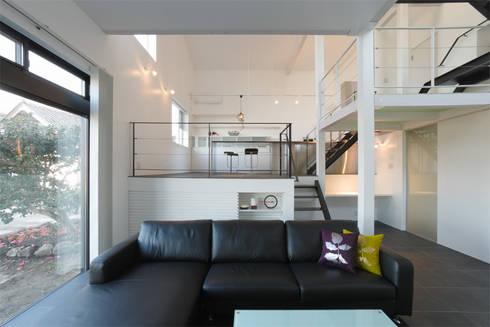 9 FLOORS : 濱田修建築研究所が手掛けたリビングです。