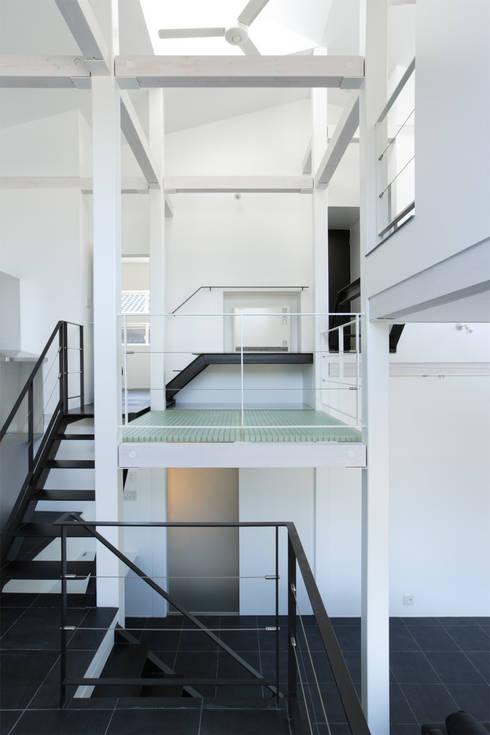 9 FLOORS : 濱田修建築研究所が手掛けた廊下 & 玄関です。