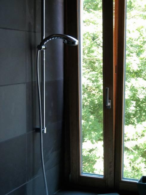Sägenösch: moderne Badezimmer von WERKHAUS Architekten Ingenieure