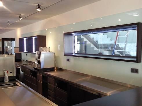 k chenr ckw nde und arbeitsplatten von ertl glas design homify. Black Bedroom Furniture Sets. Home Design Ideas
