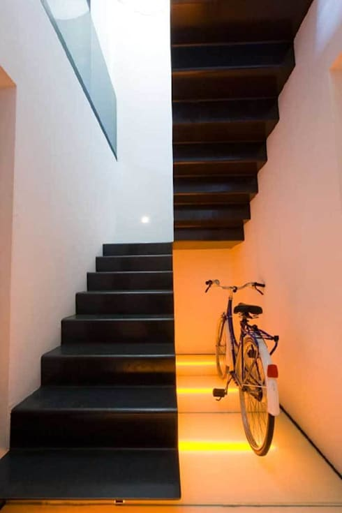 Vestíbulos, pasillos y escaleras de estilo  por SOLER-MORATO ARQUITECTES SLP