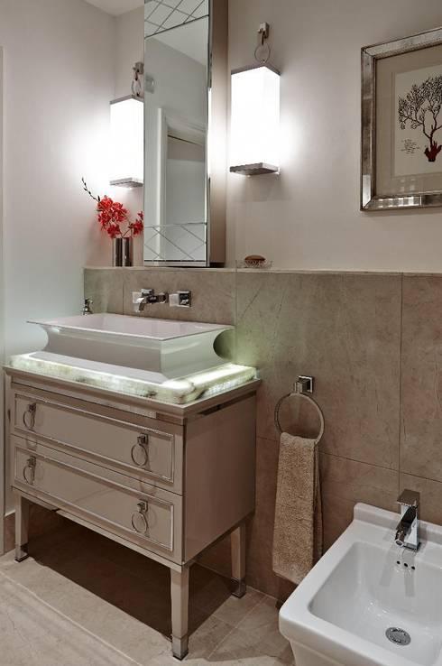 Bathroom:  Bathroom by Keir Townsend Ltd.
