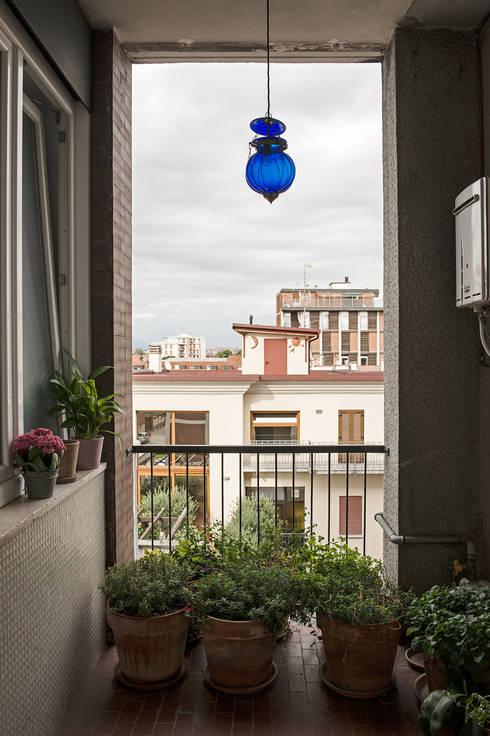 Woodboard House: Terrazza in stile  di Cecilia Fossati