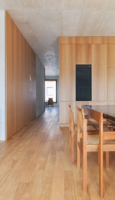 Ersatzneubau MFH Kleiber, Basel:  Wohnzimmer von Oliver Brandenberger Architekten BSA SIA