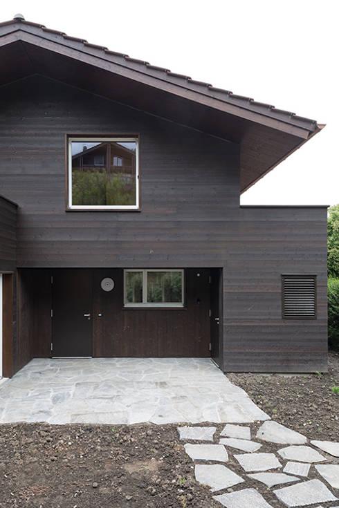 Ferienhausumbau in Leissigen:  Häuser von Oliver Brandenberger Architekten BSA SIA