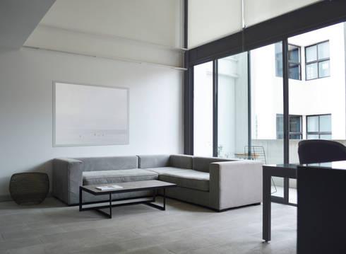 LIVING SPACE : Salas de estilo moderno por LUNCHSTUDIO.