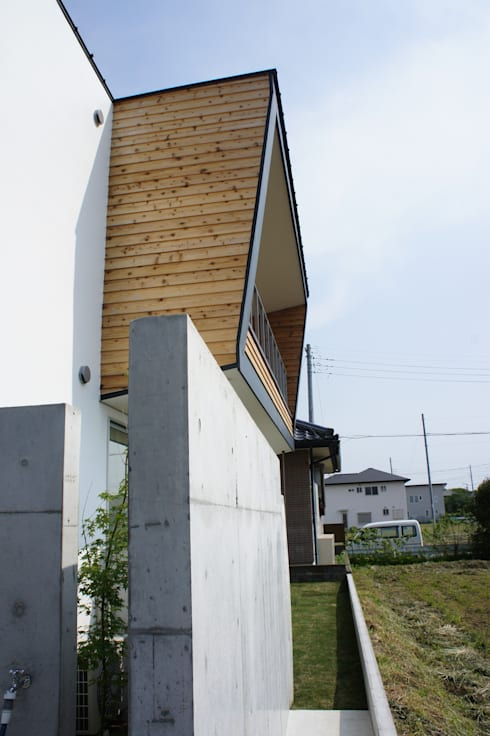 The House for ride the wave.: tai_tai STUDIOが手掛けたベランダです。