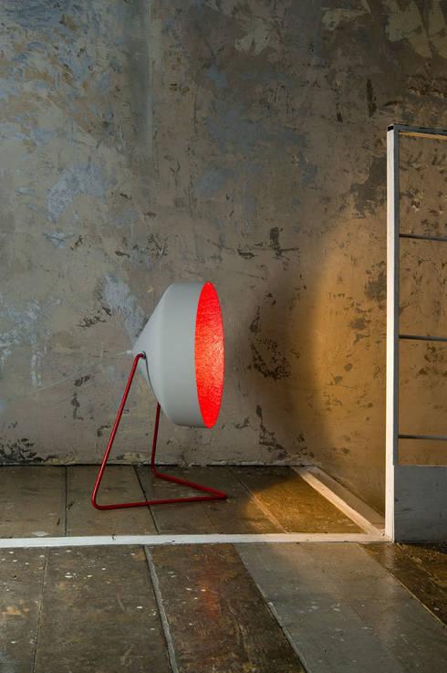 Cyrcus F cemento: Soggiorno in stile  di in-es.artdesign