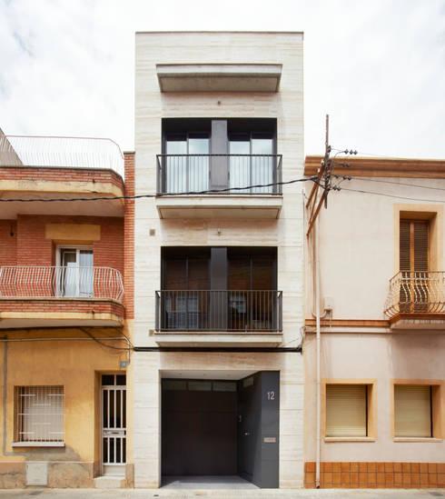 Casa CC: Casas de estilo minimalista de costa+dos