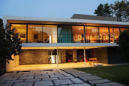A-778: Casas de estilo moderno por DF ARQUITECTOS