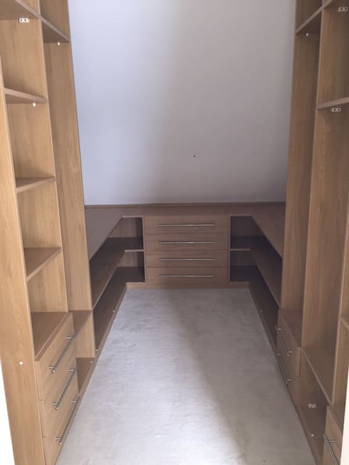 Fitted Walk in wardrobe: modern Dressing room by Piwko-Bespoke Fitted Furniture