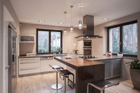 White  Modern High-Gloss Kitchen: modern Kitchen by Piwko-Bespoke Fitted Furniture