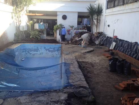 Reciclaje de un jardín con pileta descuidado:  de estilo  por Estudio Nicolas Pierry: Diseño en Arquitectura de Paisajes & Jardines