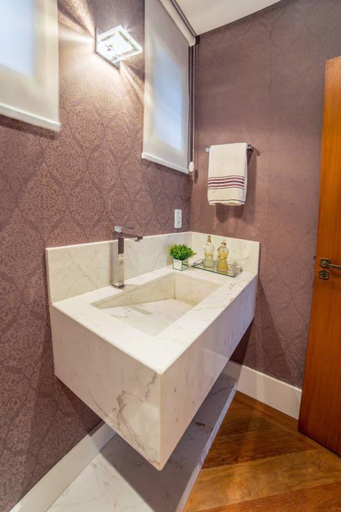 Lavabo: Banheiros  por Liana Salvadori Arquitetura e Interiores
