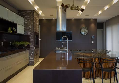 Espaço Gourmet: Cozinhas modernas por RABAIOLI I FREITAS